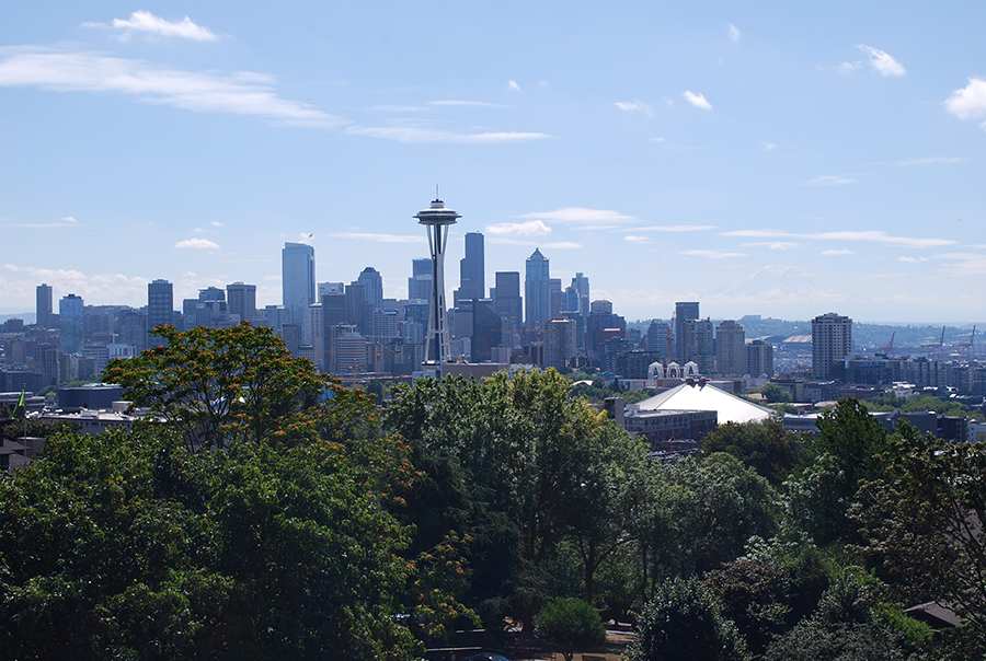 A view of downtown Seattle, the Space Needle, Elliott bay and Mount Rainier from Kerry Park.