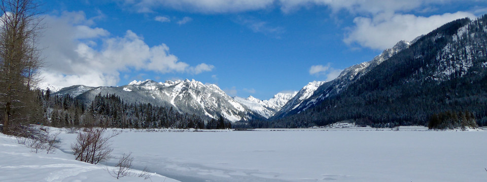 Keechelus Lake Snowshoe Trail